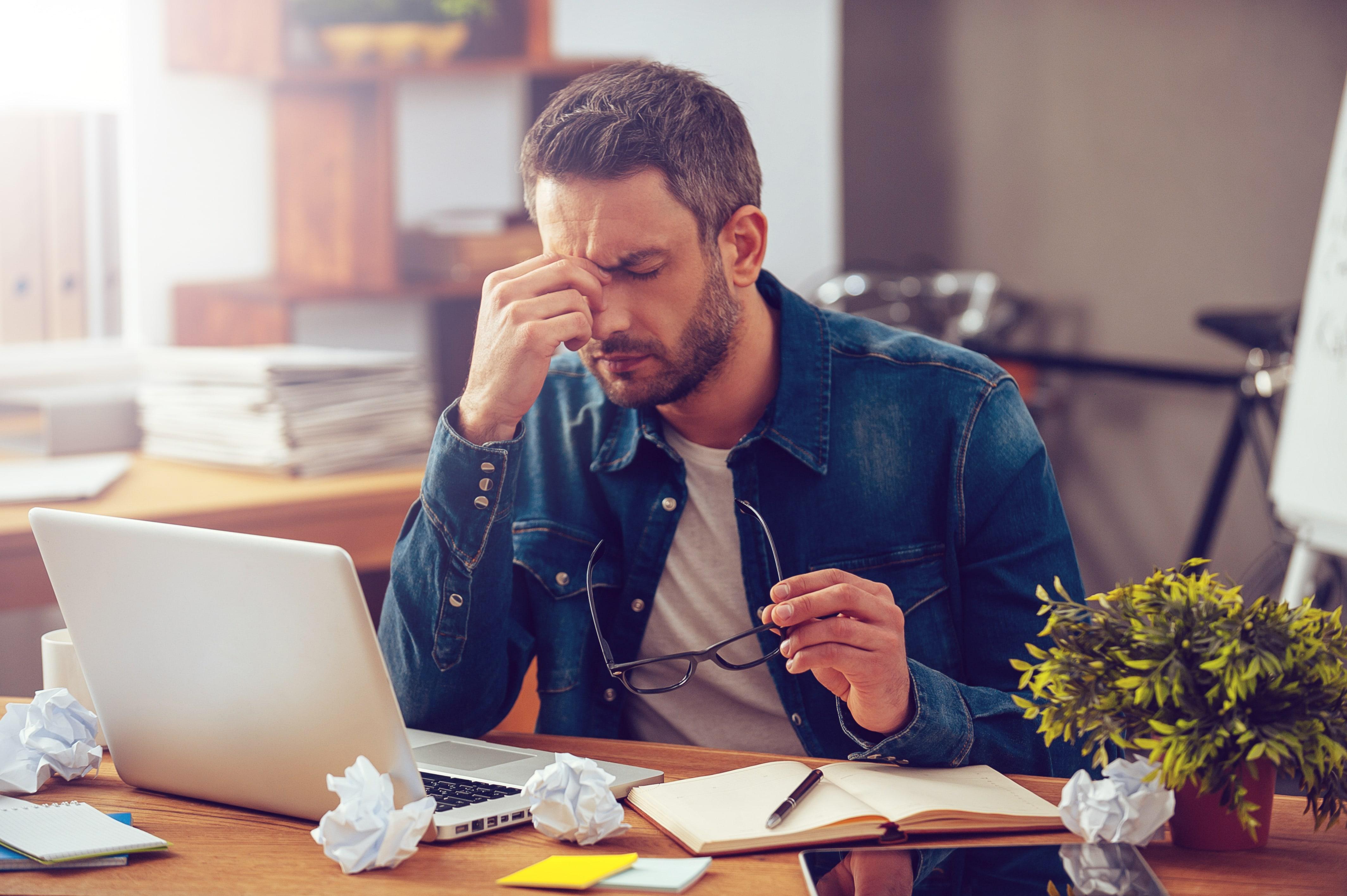 AdobeStock 97101944 min - Vijf effectieve essentiële oliën voor hoofdpijn